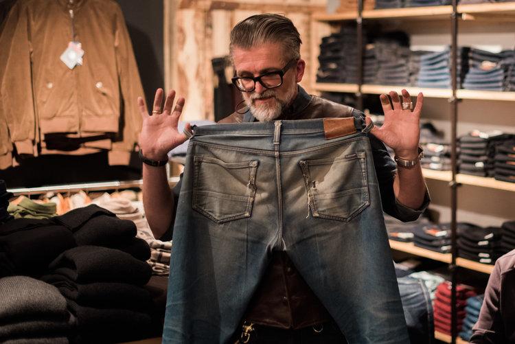 Das ist eine Raw Denim Jeans